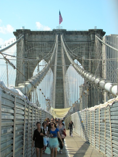 Brooklyn Bridge walk:cycle path