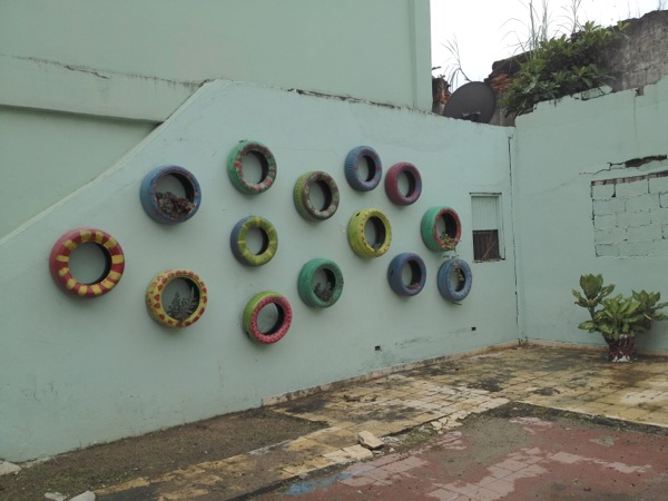 spotted_tire wall_old town_L_092913