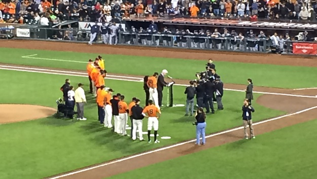 Madison Bumgarner receiving Willie Mac award for 2014