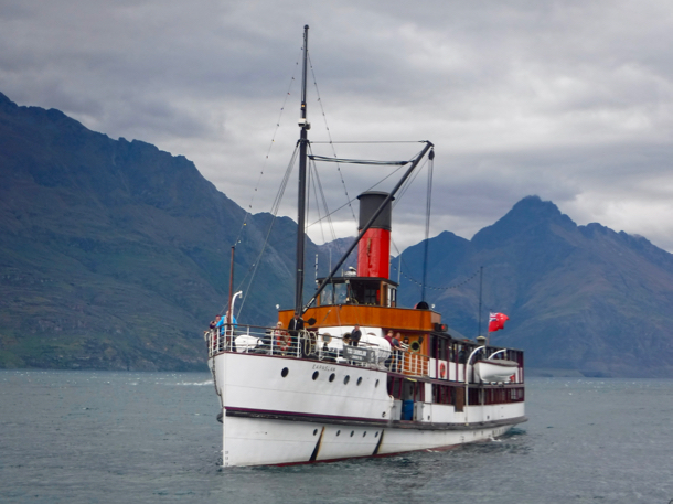 steamer-ship-coming-tinto-queenstown-1