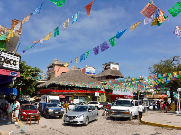 plaza-in-sayulita-1