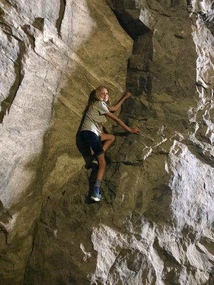 Grace climbs rock_vert - 1